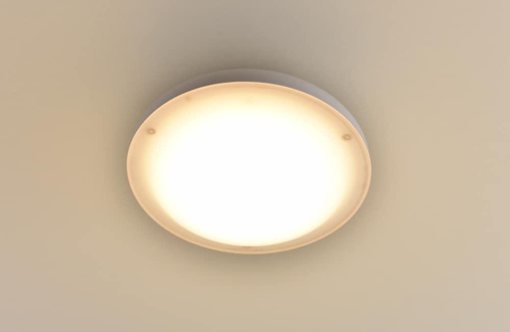 LEDミニシーリング MLC−140L:工事不要ワンタッチ取り付け トイレ・廊下などに適した小型タイプ